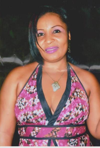Femme Cougar Camerounaise