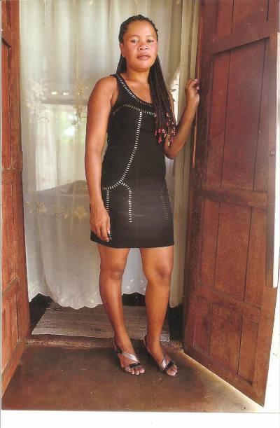 rencontre femme madagascar asmine 34ans rencontre black. Black Bedroom Furniture Sets. Home Design Ideas