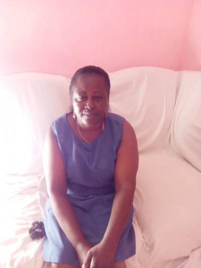 Henriette 62 ans Libreville Gabon.