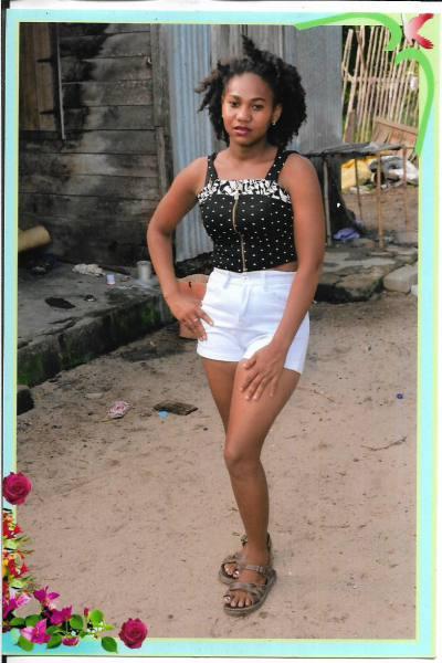 Rencontre Femme Madagascar Jinelly 23ans, 163cm et 42kg - BlackAndBeauties